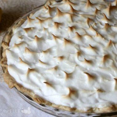 Easy Lemon Meringue Pie | Homemade for Elle | https://homemadeforelle.com