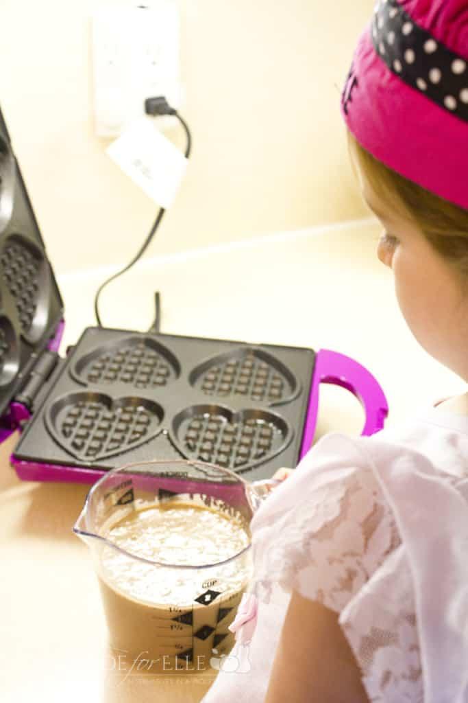 elle making waffles