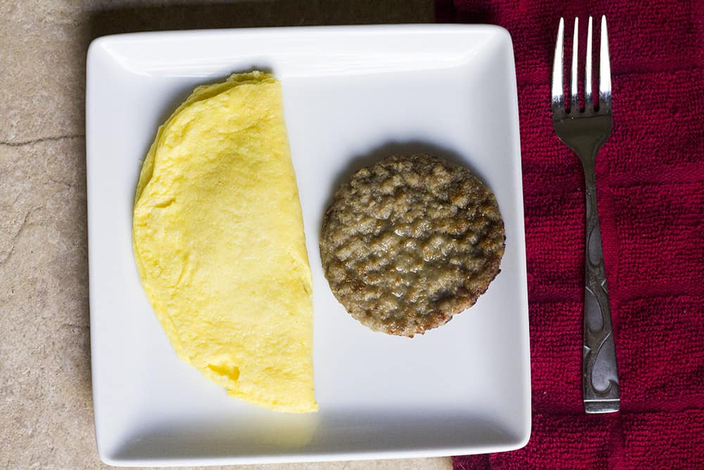 Western Omelet with Maple Sausage | Personal Trainer Food | homemadeforelle.com